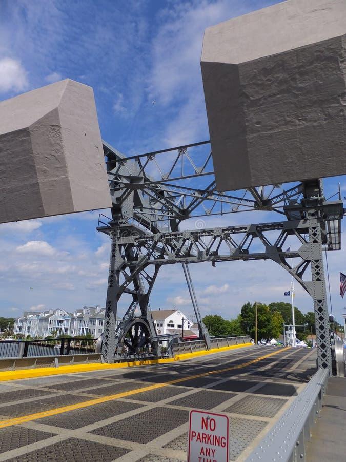 在神秘主义者,康涅狄格的神秘的河开启桥 库存照片