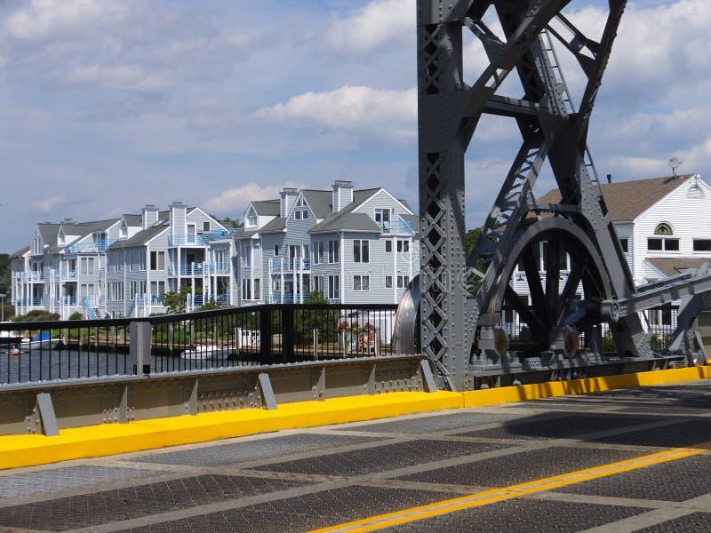 在神秘主义者,康涅狄格的神秘的河开启桥 库存图片