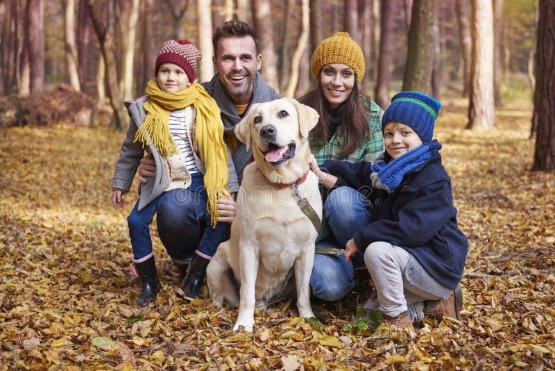 在秋天期间的家庭 免版税库存图片