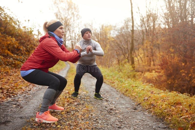 在秋天期间的跑步的时间 库存图片