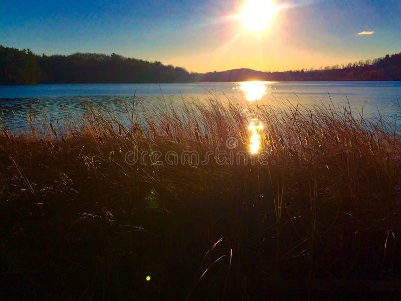 在秋天期间的New England湖 库存照片