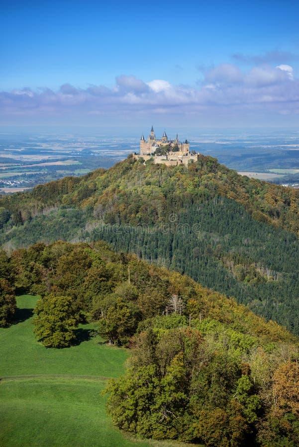 在秋天的开头部分Hohenzollern城堡 免版税图库摄影