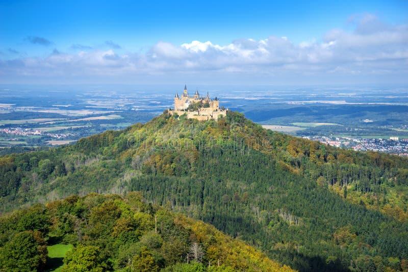 在秋天的开头部分Hohenzollern城堡 免版税库存照片