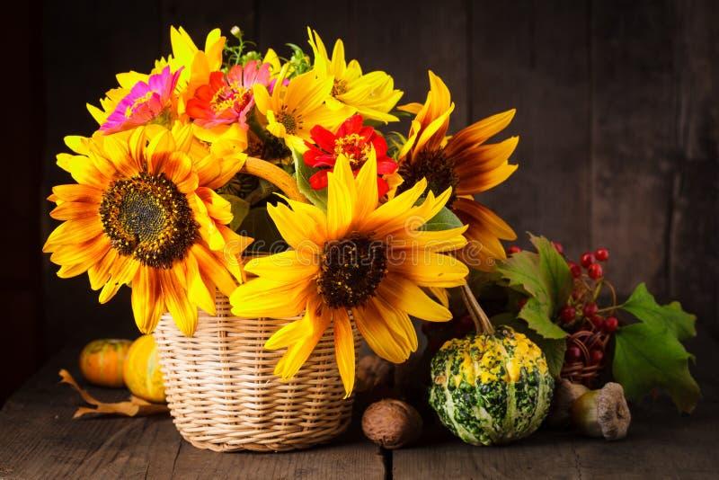 在秋天的颜色的静物画 库存图片