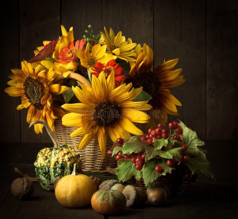 在秋天的颜色的静物画 库存照片
