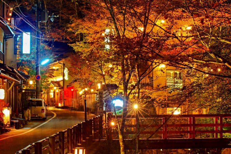 在秋天的Kibuneguchi Sta stree视图在秋天 库存照片