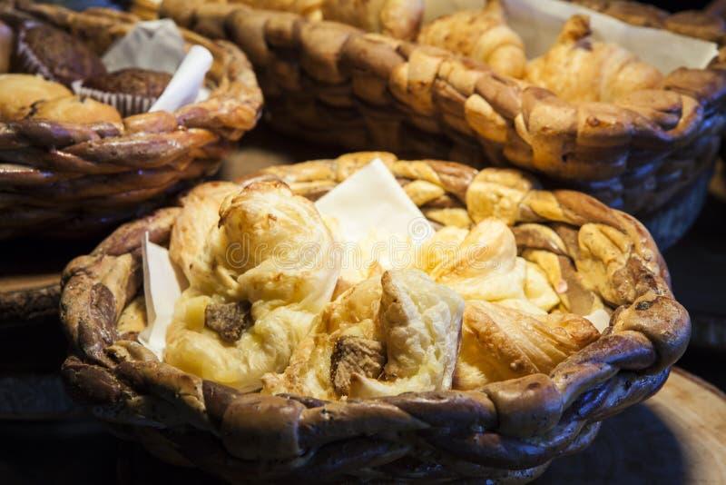 在种类上添面包 免版税库存图片