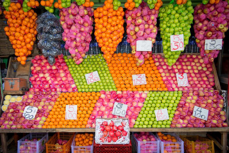 在科伦坡食物市场上的新鲜水果 库存图片