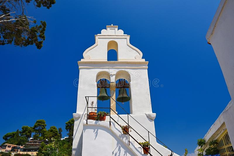 在科孚岛希腊的海岛上的美丽的希腊教会寺庙 Vlacherna修道院 免版税库存照片