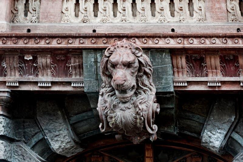 在科学家议院,计数托尔斯泰大厦,傲德萨乌克兰宫殿的狮子头  库存照片