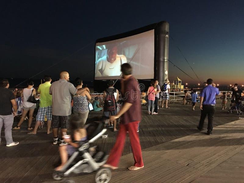 在科尼岛木板走道的室外荧屏 免版税图库摄影