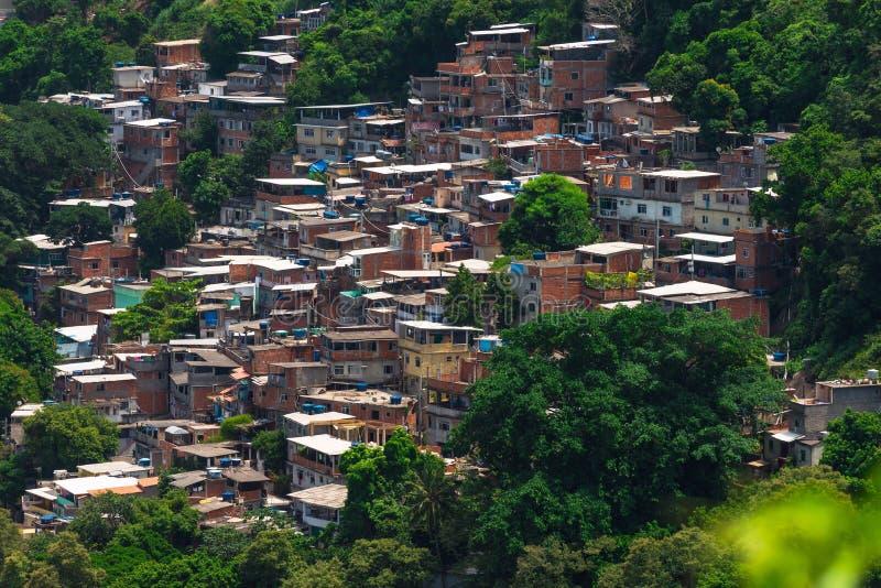 在科帕卡巴纳附近的Favela Babilonia在里约热内卢 免版税库存图片