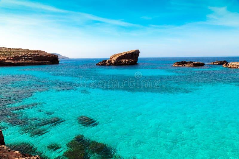 在科米诺岛海岛,马耳他Gozov上的蓝色盐水湖 库存图片