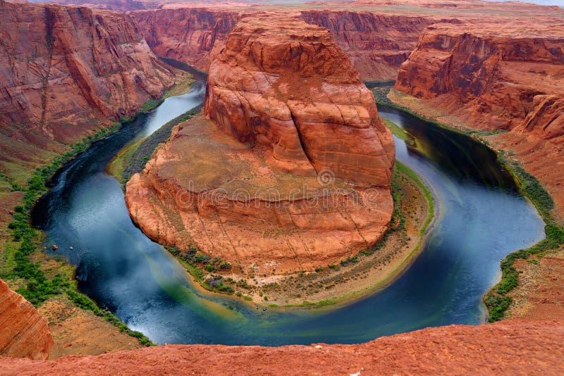 在科罗拉多河的马掌弯幽谷峡谷的,一部分的大峡谷 免版税库存图片