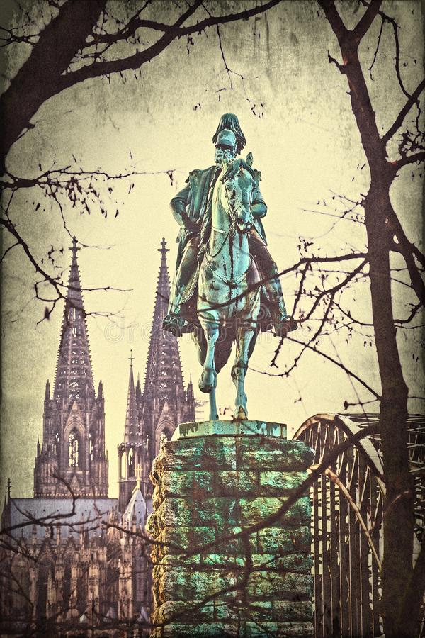 在科隆主教座堂前面的骑马雕象,历史上  库存照片