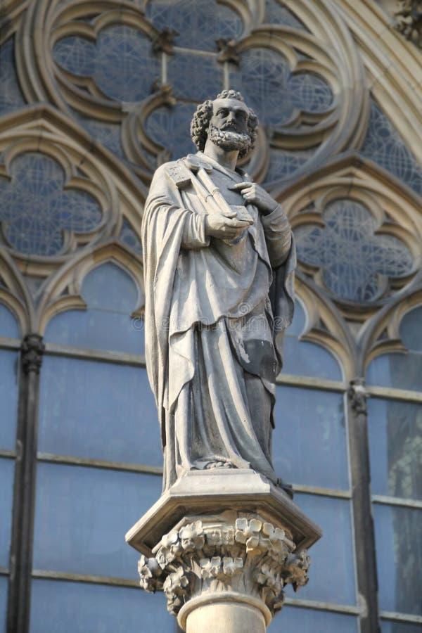 在科隆主教座堂,德国前面的雕象 图库摄影