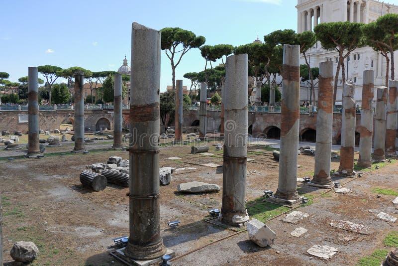 在科隆纳Traiana附近的废墟在罗马,意大利 库存图片
