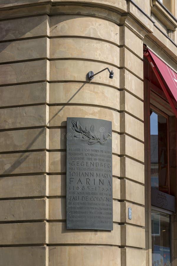 在科隆`以纪念科隆香水约翰玛丽亚淀粉的创作者的淀粉`议院的匾  免版税库存图片