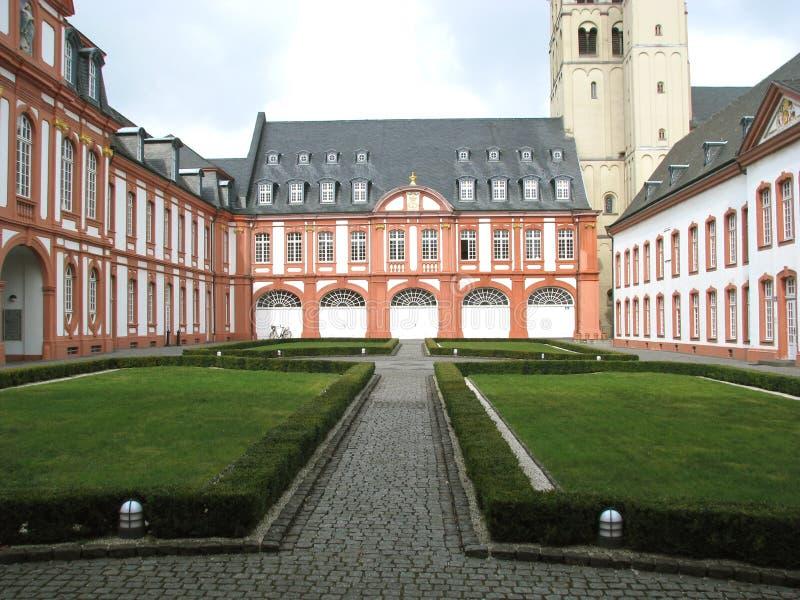 在科隆(德国)附近的Brauweiler修道院 库存照片