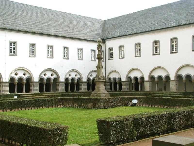 在科隆(德国)附近的Brauweiler修道院 图库摄影