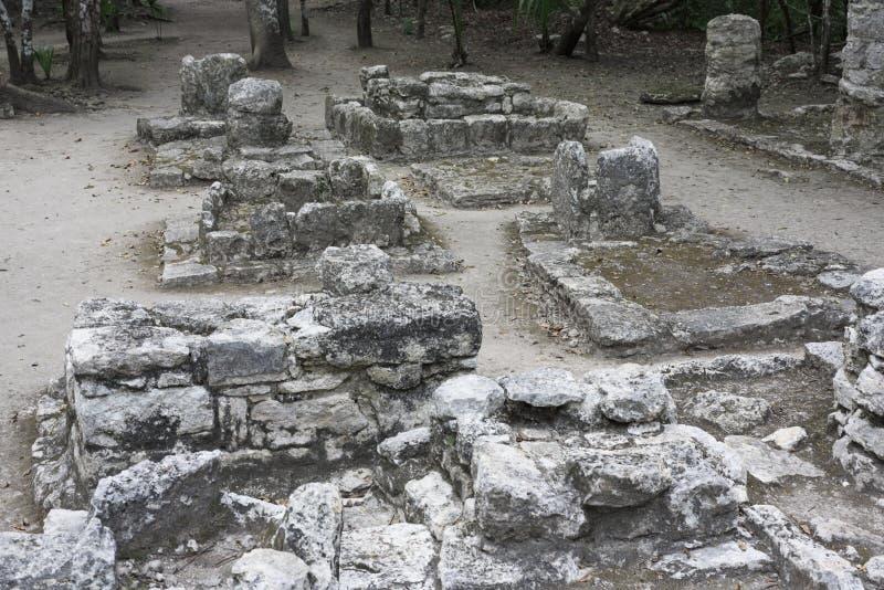 在科巴玛雅废墟的古老石建筑学遗物,墨西哥 免版税库存照片