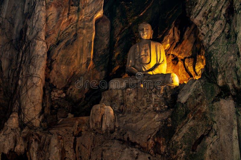 在秘密地下洞寺庙在大理石山,岘港,越南的菩萨雕象 免版税库存图片