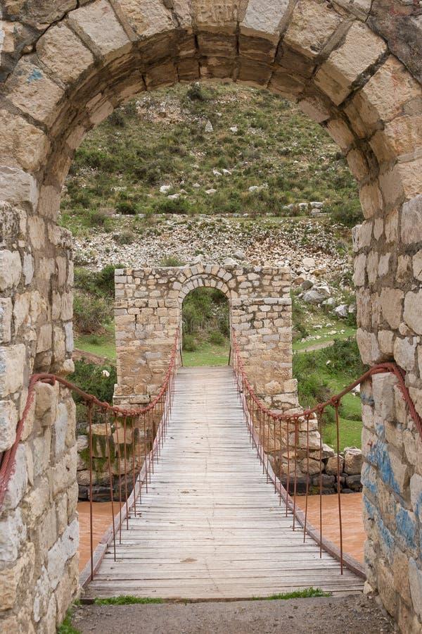 在秘鲁高地的石桥梁 图库摄影