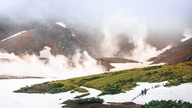 在积雪的火山, Asahidake的迁徙的足迹 库存图片