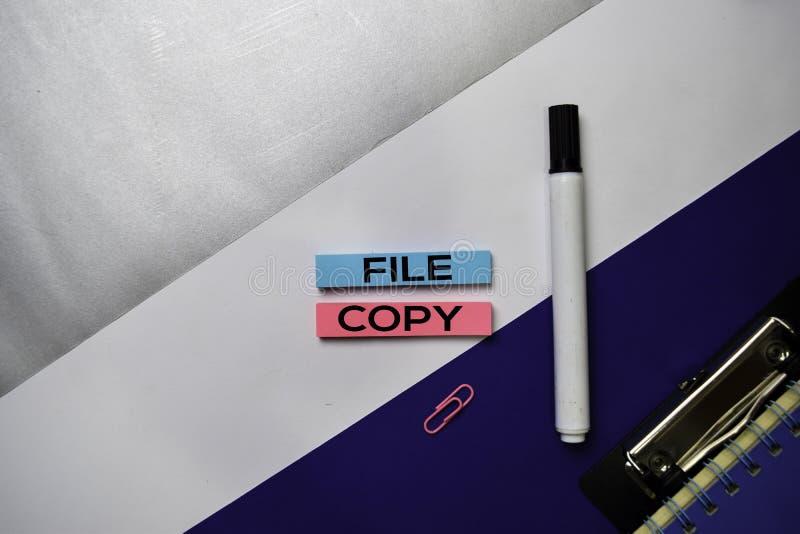 在稠粘的笔记的存档元件文本与颜色办公桌概念 免版税库存图片