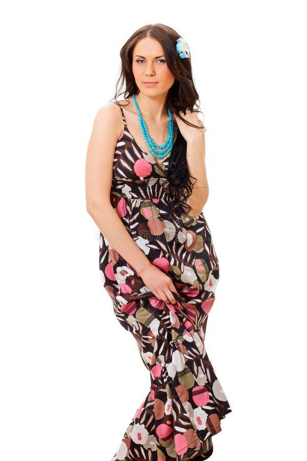在空白俏丽的sundress的背景女孩 免版税库存照片