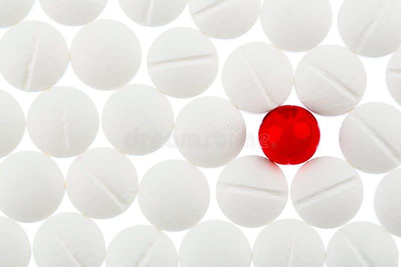 在空白和红色的片剂 免版税库存图片