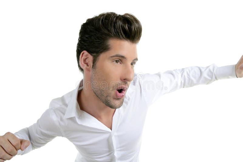 在空白年轻人的跳舞的滑稽的姿态男&# 免版税库存照片