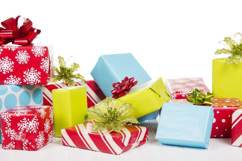 在空白背景查出的圣诞节礼物 免版税库存照片