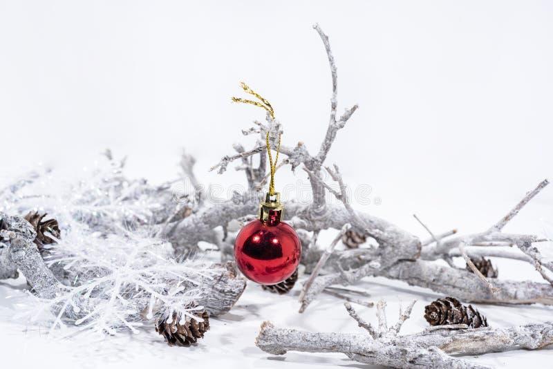 在空白背景的圣诞节装饰 表年纸日历2019年 库存图片