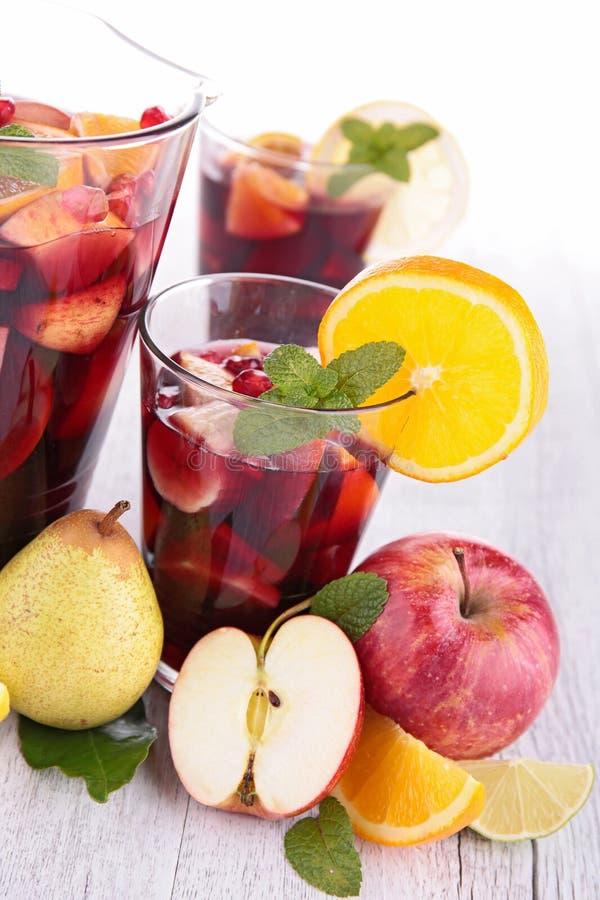 在空白背景的果子cocktail.isolated 库存图片