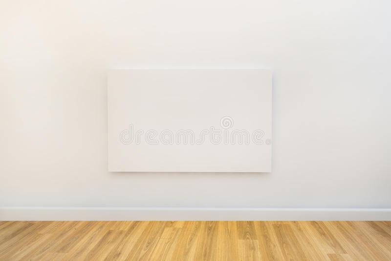 在空的画廊空间的唯一艺术帆布 库存例证
