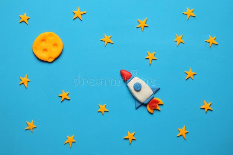在空间、星和月亮的火箭队 彩色塑泥艺术,动画片 图库摄影