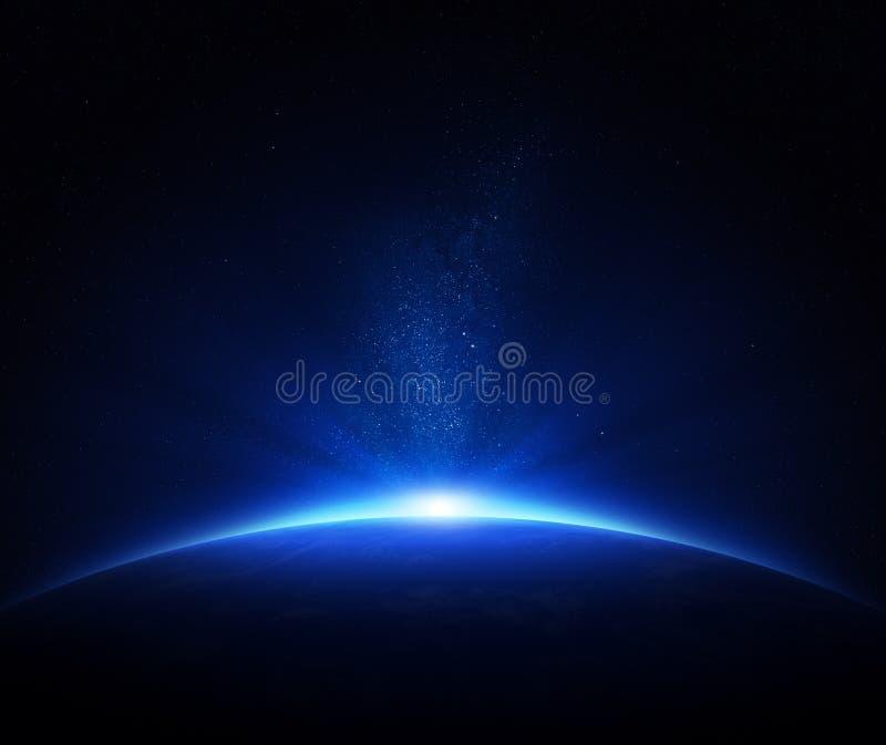 在空间的地球日出 免版税库存图片