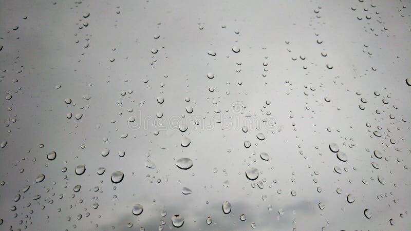 在窗口后的雨珠 库存图片