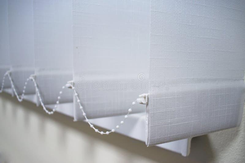 在窗口的现代垂直窗帘 免版税库存图片