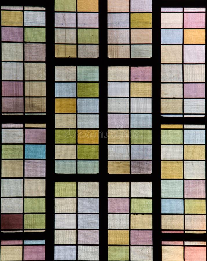 在窗口的美丽的五颜六色的玻璃马赛克在显示 库存图片