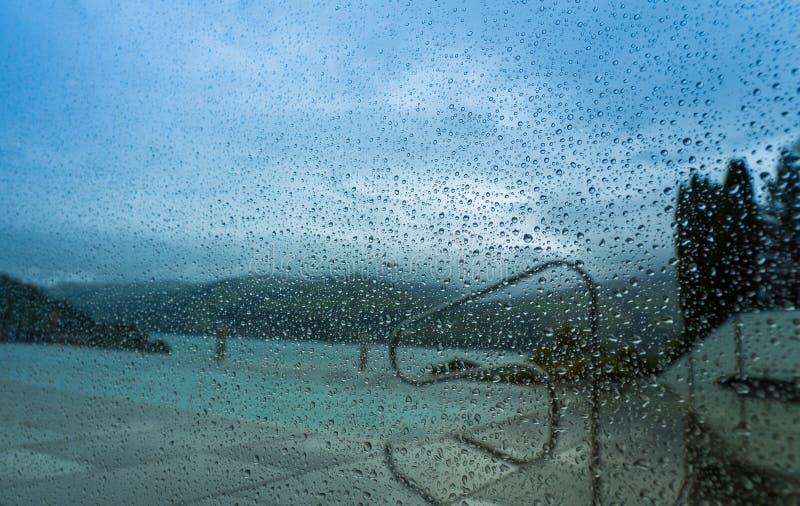 在窗口1的雨珠 免版税图库摄影