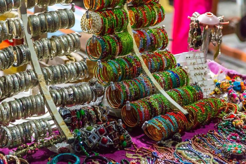 在立场的Jewelery 从尼泊尔的原始的地方jewelery 库存照片