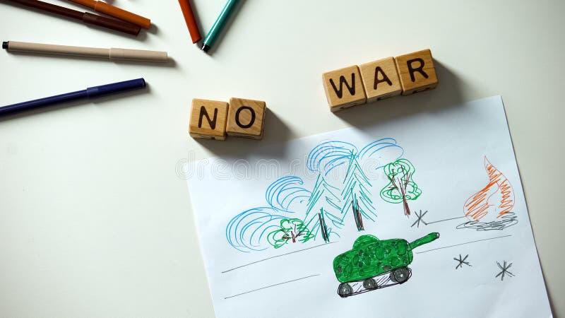 在立方体的没有战争词组,在桌,政治问题上的军事形势图画 库存照片