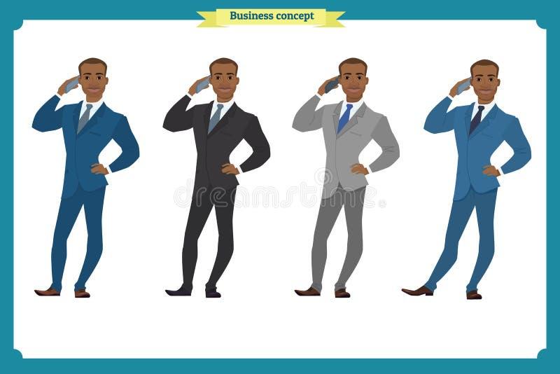 在站立与电话的衣服的愉快的年轻黑美国商人 皇族释放例证