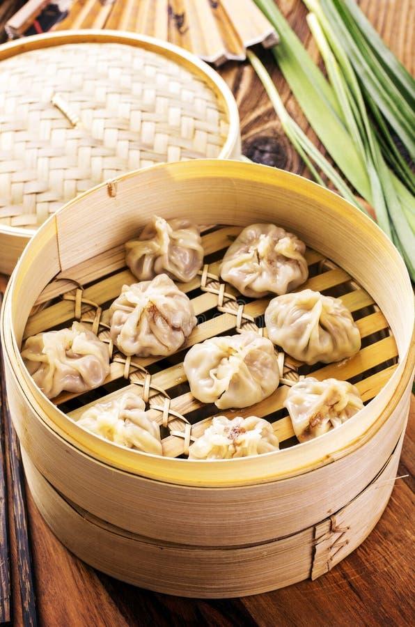 在竹火轮的饺子 库存图片
