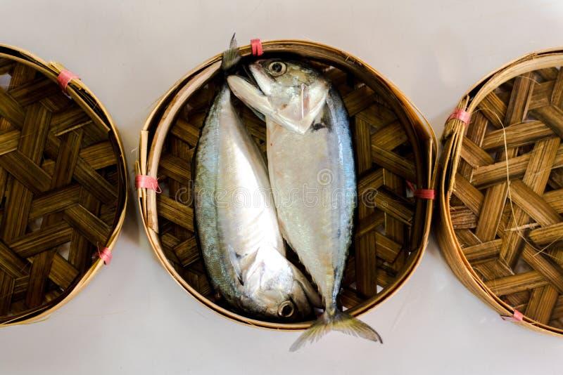 在竹篮子的鱼 免版税库存照片