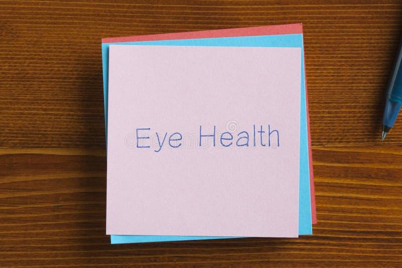 在笔记写的眼睛健康 免版税库存照片