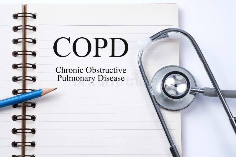 在笔记本和铅笔的听诊器有COPD慢性obstructiv的 图库摄影