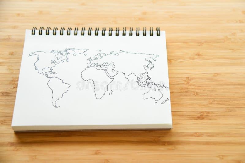 在笔记本的世界地图概述 免版税库存照片